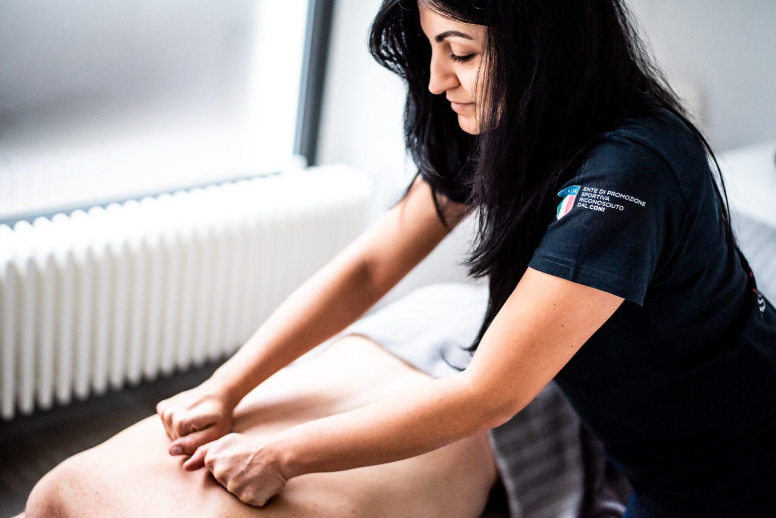 Il Massaggio Endodermico anticellulite agisce contro la cellulite, le adiposità localizzate, gli edemi localizzati, il rilassamento corporeo.